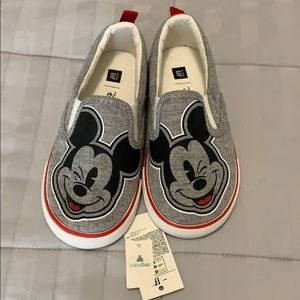Boys size 9 Mickey Mouse Gap shoes